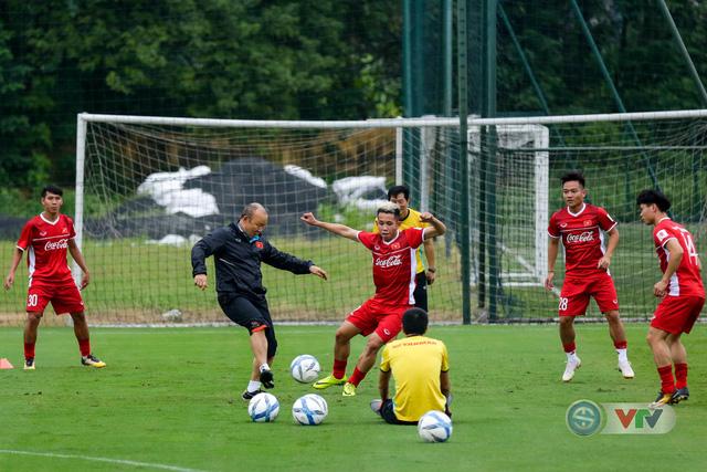 ĐTQG Việt Nam tập buổi đầu tiên chuẩn bị cho AFF Cup 2018 - Ảnh 12.