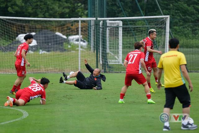 ĐTQG Việt Nam tập buổi đầu tiên chuẩn bị cho AFF Cup 2018 - Ảnh 16.