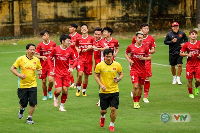 ĐTQG Việt Nam tập buổi đầu tiên chuẩn bị cho AFF Cup 2018 - Ảnh 17.