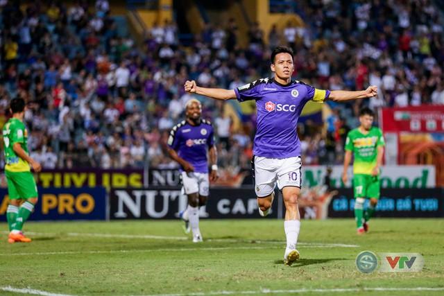 Văn Quyết, Quang Hải nhận giải cầu thủ xuất sắc nhất V.League 2018 - Ảnh 1.