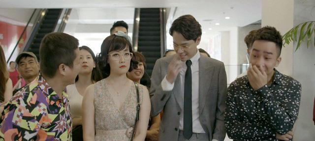 Yêu thì ghét thôi - Tập 12: Bốc phét nhầm chỗ, sếp Nhật Anh ngượng chín mặt trước bố mẹ Kim - Ảnh 1.
