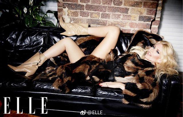 Ngả mũ trước nhan sắc của siêu mẫu nổi tiếng Claudia Schiffer - Ảnh 2.