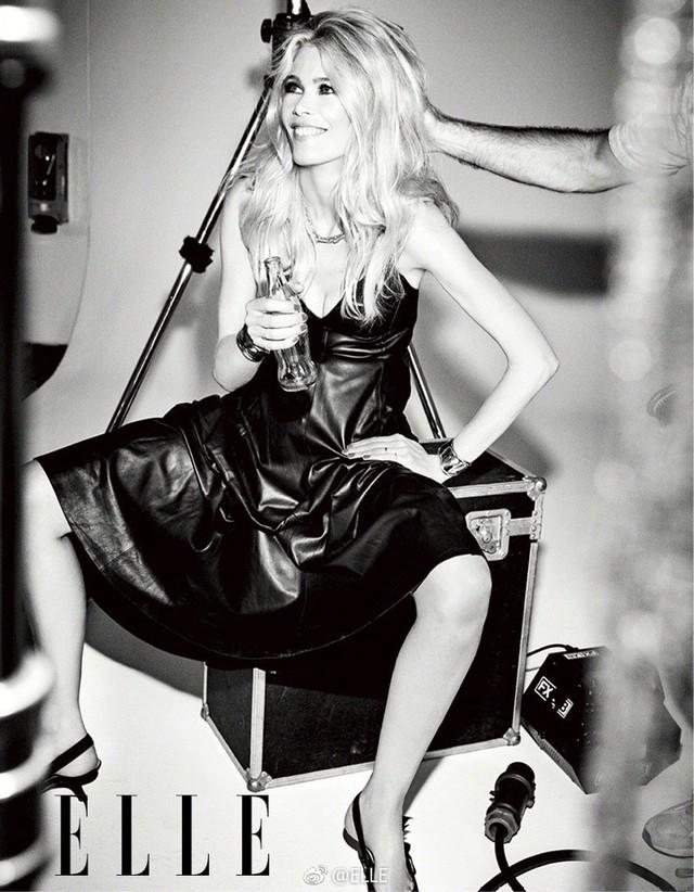 Ngả mũ trước nhan sắc của siêu mẫu nổi tiếng Claudia Schiffer - Ảnh 3.