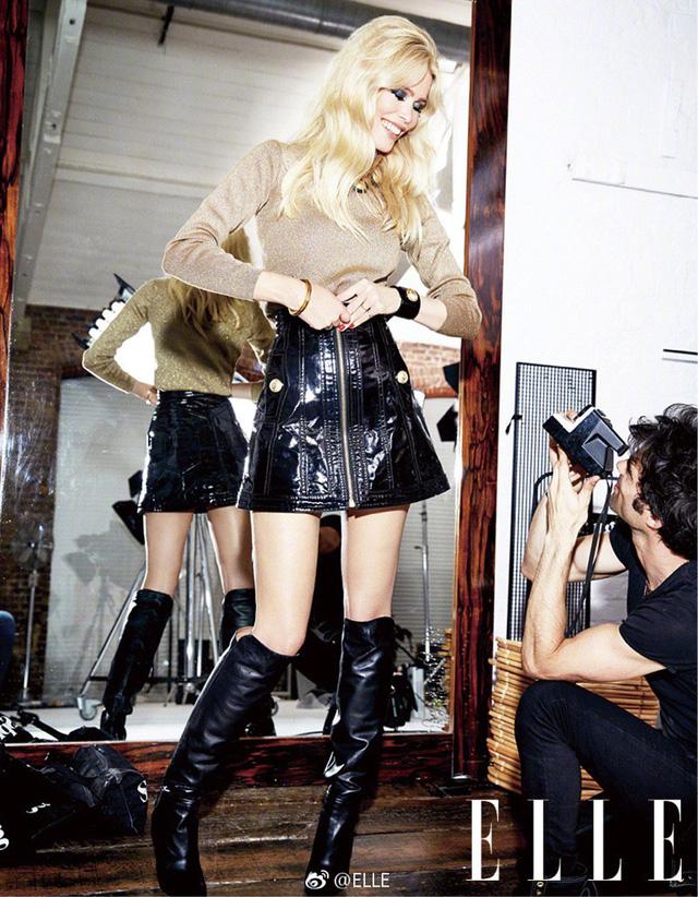 Ngả mũ trước nhan sắc của siêu mẫu nổi tiếng Claudia Schiffer - Ảnh 4.