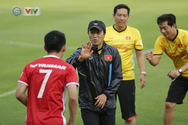 ẢNH: ĐTQG Việt Nam tiếp tục rèn quân cho AFF Cup 2018 - Ảnh 8.