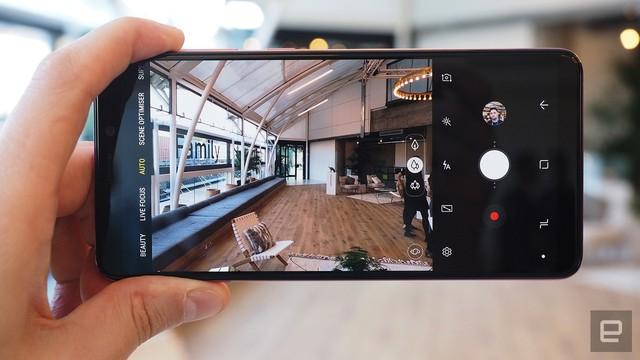 Cận cảnh chiếc smartphone 4 camera sau đầu tiên trên thế giới - Ảnh 12.