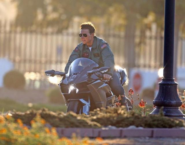 Hé lộ những hình ảnh phong độ của Tom Cruise trong phim Top Gun 2 - Ảnh 2.