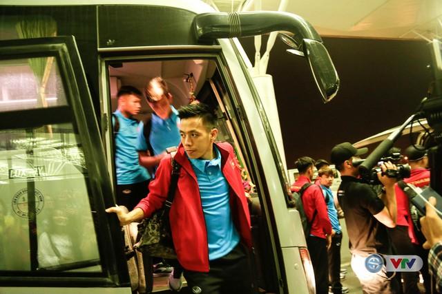 ẢNH: Chuẩn bị cho AFF Cup 2018, ĐT Việt Nam lên đường sang Hàn Quốc tập huấn - Ảnh 2.