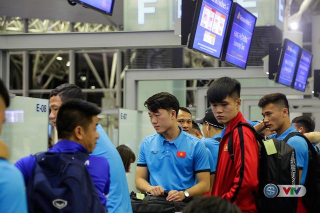 ẢNH: Chuẩn bị cho AFF Cup 2018, ĐT Việt Nam lên đường sang Hàn Quốc tập huấn - Ảnh 8.