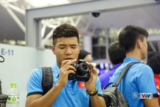 ẢNH: Chuẩn bị cho AFF Cup 2018, ĐT Việt Nam lên đường sang Hàn Quốc tập huấn - Ảnh 13.