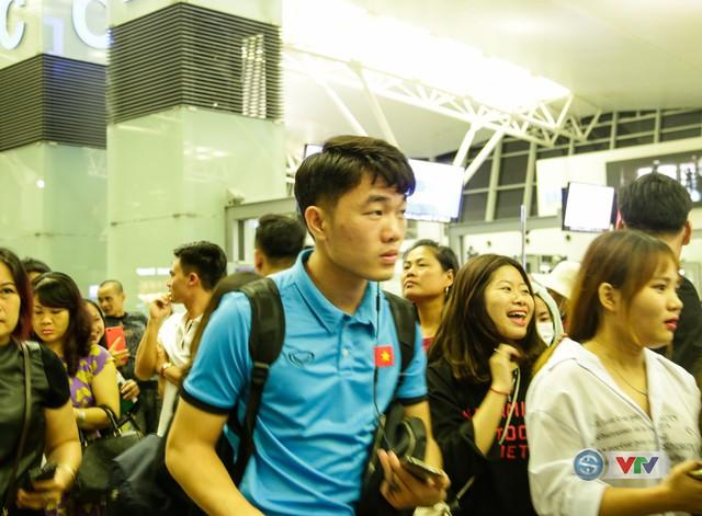 ẢNH: Chuẩn bị cho AFF Cup 2018, ĐT Việt Nam lên đường sang Hàn Quốc tập huấn - Ảnh 7.