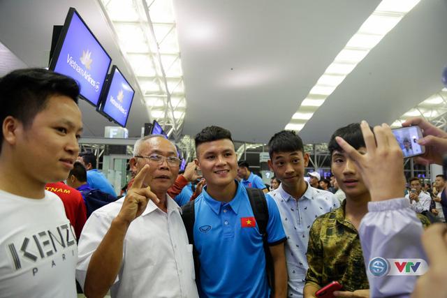 ẢNH: Chuẩn bị cho AFF Cup 2018, ĐT Việt Nam lên đường sang Hàn Quốc tập huấn - Ảnh 12.