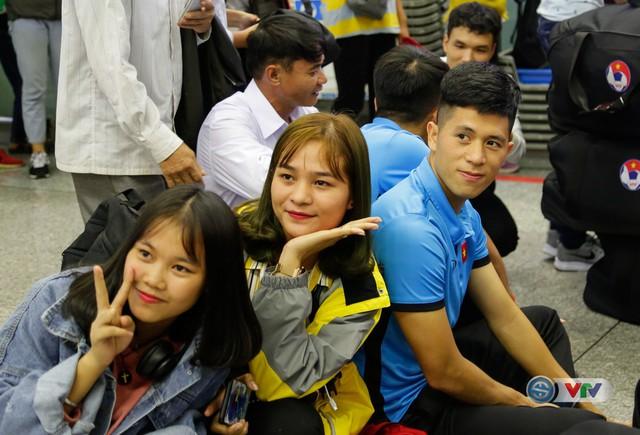 ẢNH: Chuẩn bị cho AFF Cup 2018, ĐT Việt Nam lên đường sang Hàn Quốc tập huấn - Ảnh 11.