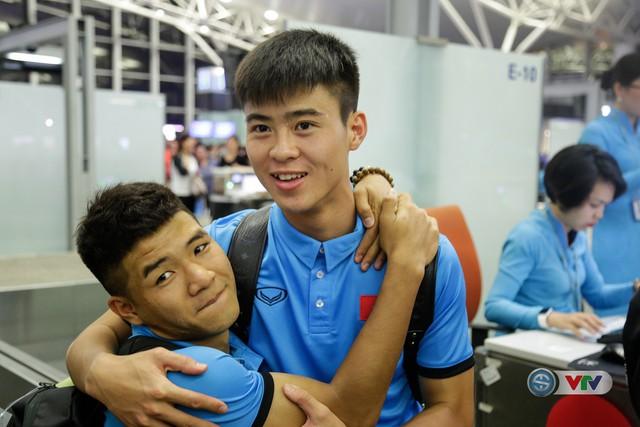 ẢNH: Chuẩn bị cho AFF Cup 2018, ĐT Việt Nam lên đường sang Hàn Quốc tập huấn - Ảnh 10.