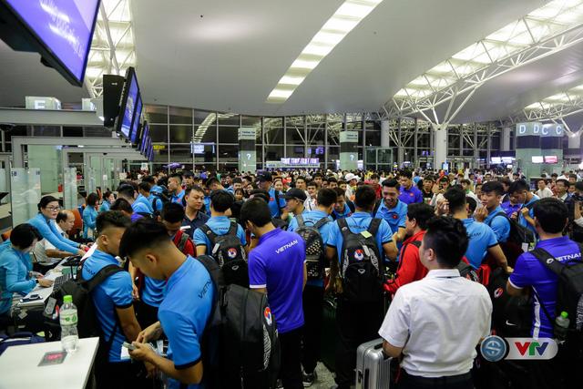 ẢNH: Chuẩn bị cho AFF Cup 2018, ĐT Việt Nam lên đường sang Hàn Quốc tập huấn - Ảnh 9.