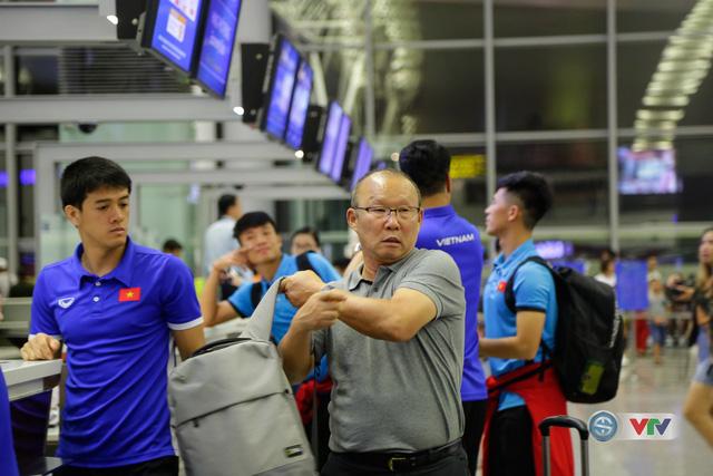 ẢNH: Chuẩn bị cho AFF Cup 2018, ĐT Việt Nam lên đường sang Hàn Quốc tập huấn - Ảnh 15.