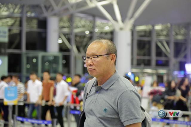 ẢNH: Chuẩn bị cho AFF Cup 2018, ĐT Việt Nam lên đường sang Hàn Quốc tập huấn - Ảnh 16.