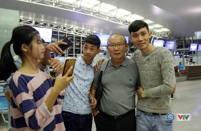 ẢNH: Chuẩn bị cho AFF Cup 2018, ĐT Việt Nam lên đường sang Hàn Quốc tập huấn - Ảnh 17.