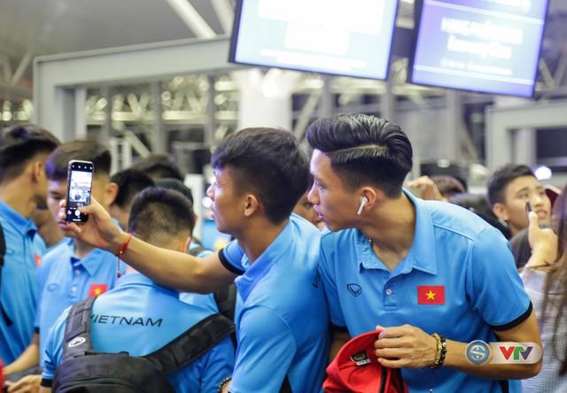 ẢNH: Chuẩn bị cho AFF Cup 2018, ĐT Việt Nam lên đường sang Hàn Quốc tập huấn - Ảnh 6.