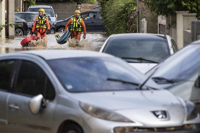 Lũ quét tại Pháp: Số thiệt mạng tăng lên 13 người - Ảnh 2.