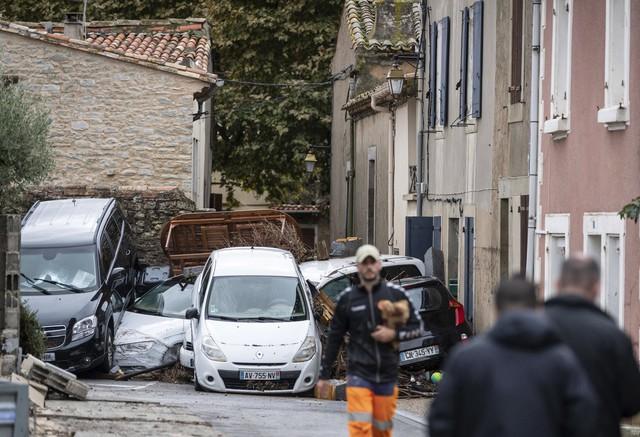 Lũ quét tại Pháp: Số thiệt mạng tăng lên 13 người - Ảnh 4.