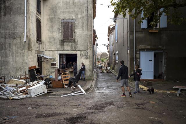 Lũ quét tại Pháp: Số thiệt mạng tăng lên 13 người - Ảnh 6.