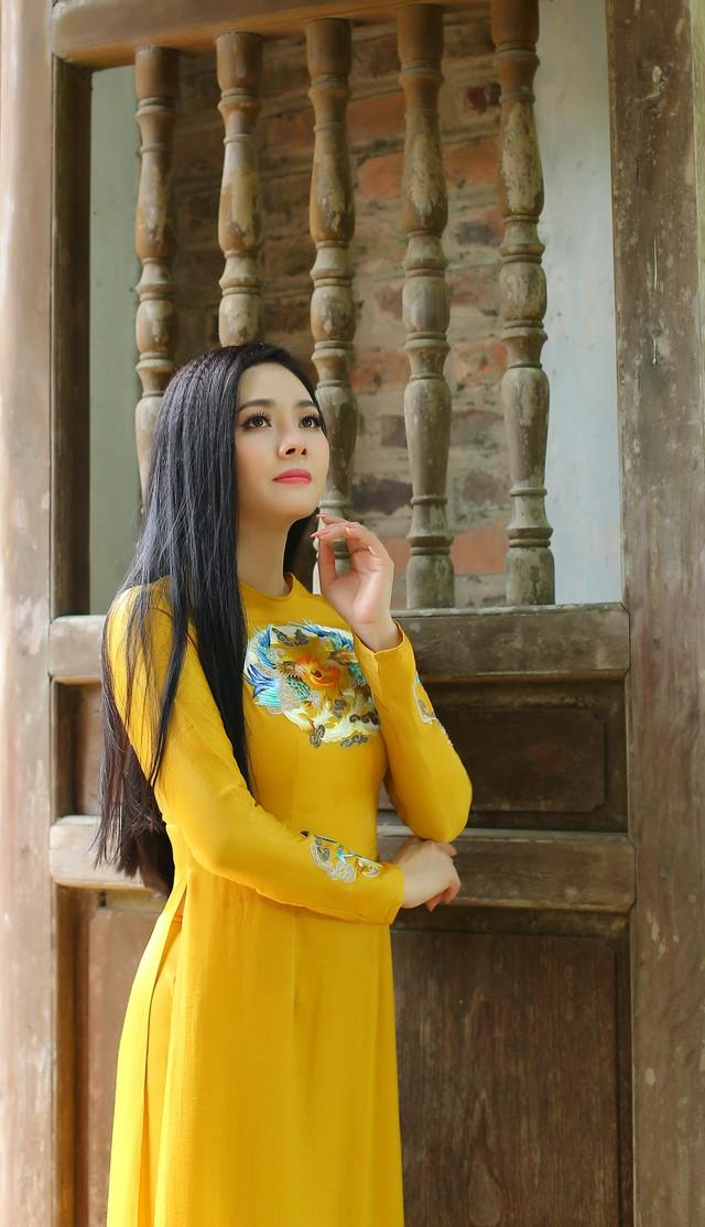 Lương Nguyệt Anh ra mắt MV Nhớ lời mẹ ru nhân ngày 20/10 - Ảnh 1.