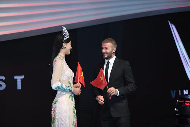David Beckham đẹp trai khó cưỡng tại buổi ra mắt xe của Vinfast - Ảnh 1.