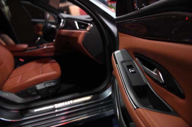 Cận ảnh hai mẫu xe siêu chất của Vinfast tại Paris Motor Show 2018 - Ảnh 12.