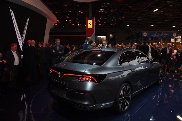 Cận ảnh hai mẫu xe siêu chất của Vinfast tại Paris Motor Show 2018 - Ảnh 14.