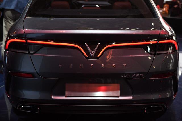 Cận ảnh hai mẫu xe siêu chất của Vinfast tại Paris Motor Show 2018 - Ảnh 9.