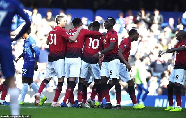 ẢNH: Chelsea hòa kịch tính trước Man Utd tại Stamford Bridge - Ảnh 10.