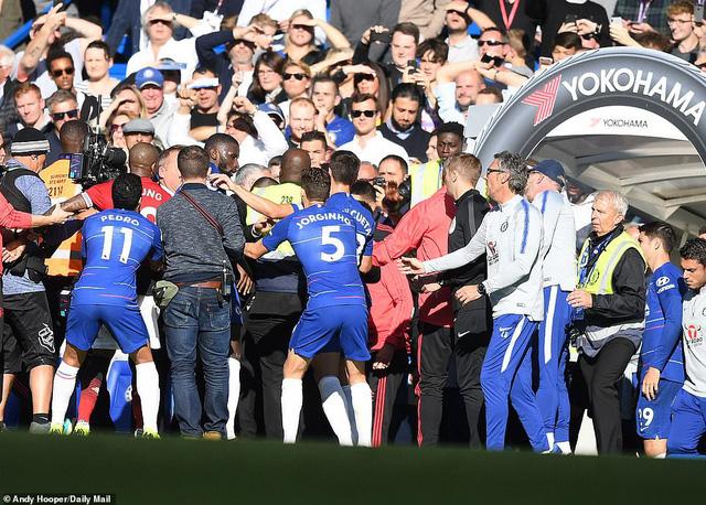 ẢNH: Chelsea hòa kịch tính trước Man Utd tại Stamford Bridge - Ảnh 16.