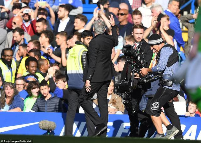 ẢNH: Chelsea hòa kịch tính trước Man Utd tại Stamford Bridge - Ảnh 18.