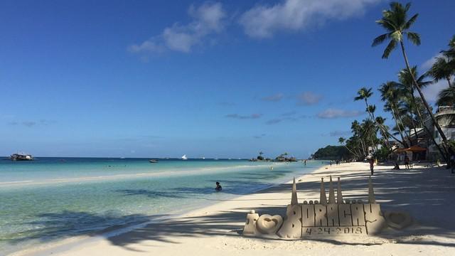 Hòn đảo đẹp nhất thế giới hoạt động trở lại sau 6 tháng tạm dừng - Ảnh 2.