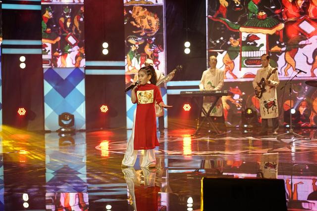 Cô bé hát nhạc rock do ông ngoại đệm nhạc chiến thắng tập 4 100 giây rực rỡ - Ảnh 1.