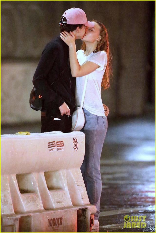 Hôn môi sao phim Call Me by Your Name, con gái Johnny Depp khẳng định tin đồn - Ảnh 1.
