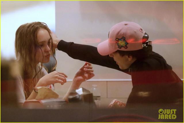 Hôn môi sao phim Call Me by Your Name, con gái Johnny Depp khẳng định tin đồn - Ảnh 3.