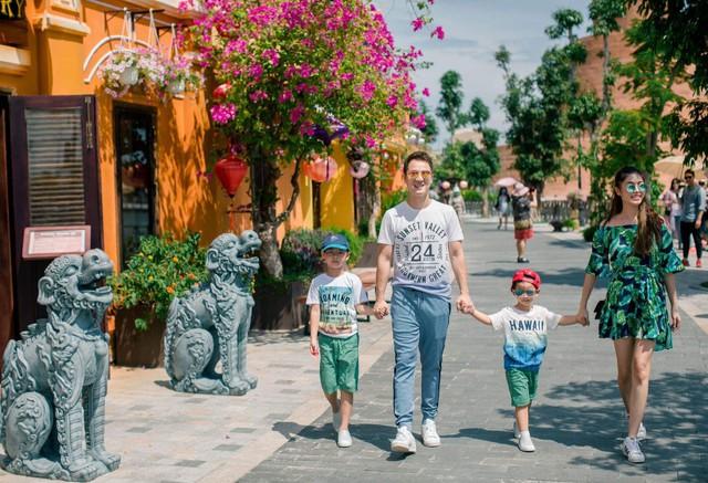 Vợ chồng ca sĩ Đăng Khôi vui vẻ đi du lịch cùng hai con - Ảnh 8.