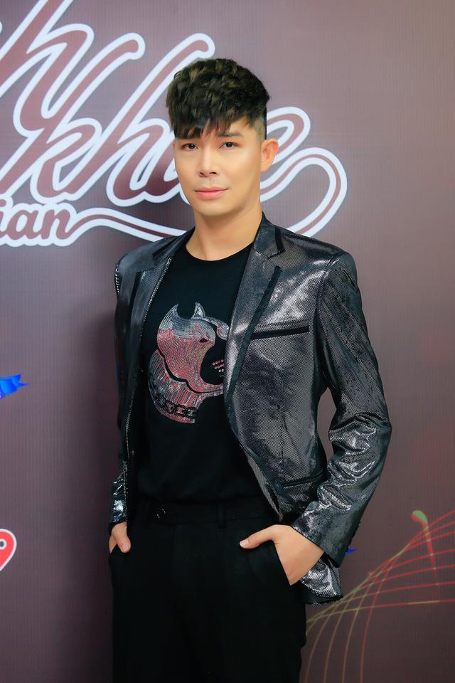 Nathan Lee khoe khả năng hát 4 thứ tiếng trong cùng một ca khúc - Ảnh 1.