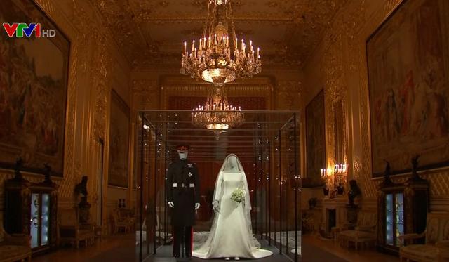 Triển lãm váy cưới của Công nương Meghan - Ảnh 1.