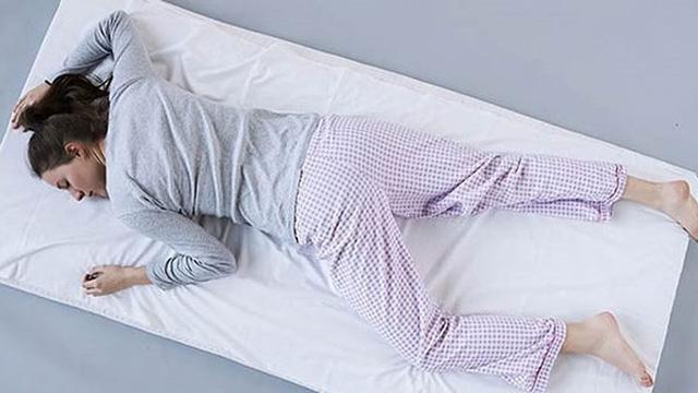 Vì sao không nên dùng gối khi ngủ? - Ảnh 6.