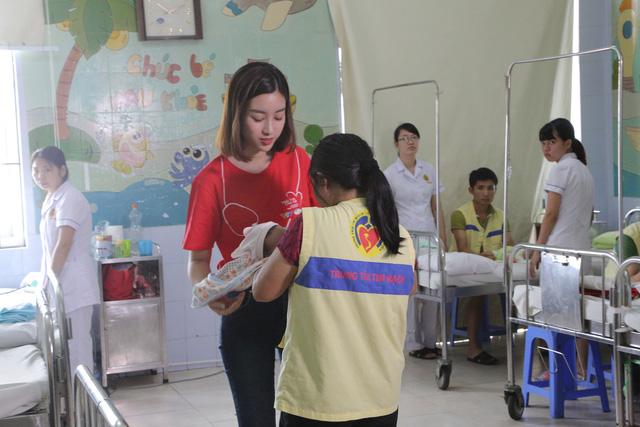 Hoa hậu Đỗ Mỹ Linh kêu gọi ủng hộ bệnh nhi tim bẩm sinh - Ảnh 6.