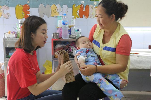 Hoa hậu Đỗ Mỹ Linh kêu gọi ủng hộ bệnh nhi tim bẩm sinh - Ảnh 4.