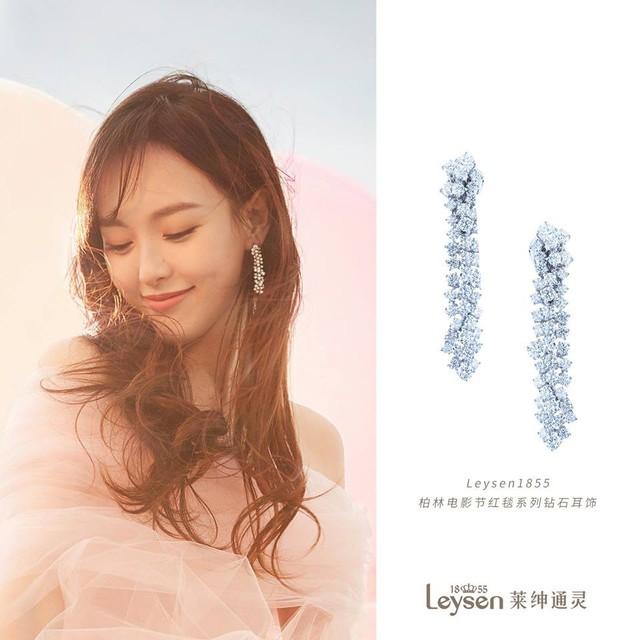 Cận cảnh váy cưới giá 1,3 tỷ đồng của Đường Yên - Ảnh 11.