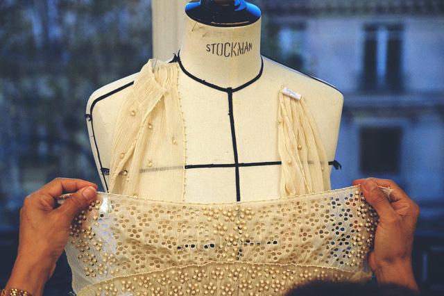 Cận cảnh váy cưới giá 1,3 tỷ đồng của Đường Yên - Ảnh 7.