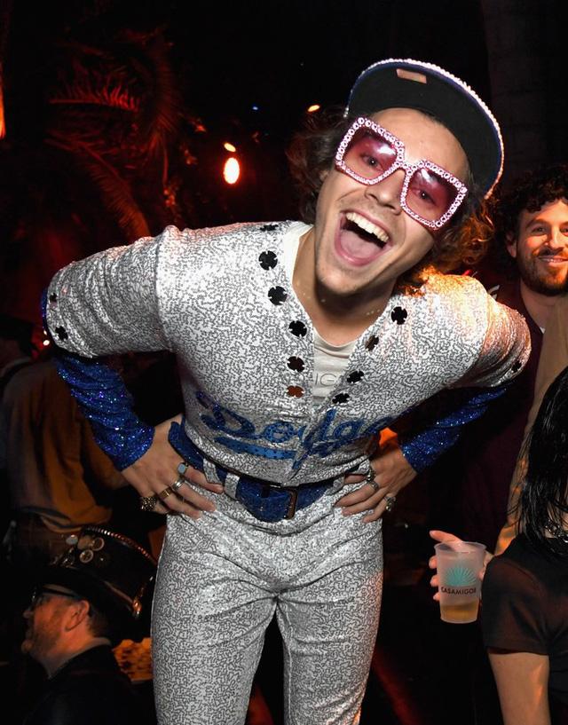 Những trang phục ấn tượng dịp Halloween của dàn sao Hollywood - Ảnh 1.