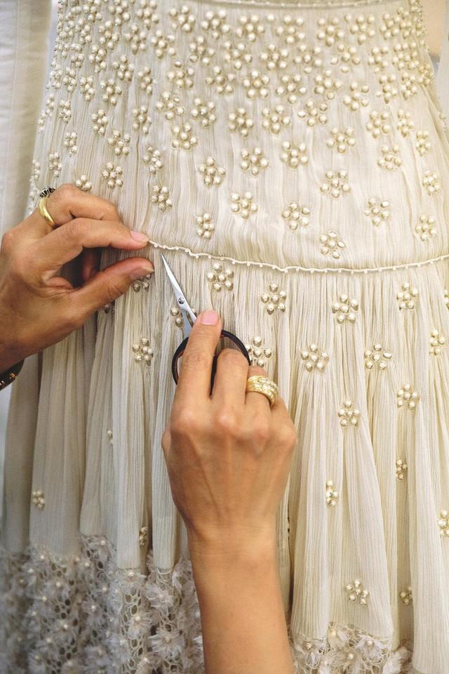 Cận cảnh váy cưới giá 1,3 tỷ đồng của Đường Yên - Ảnh 6.
