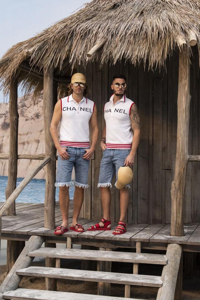 Chanel biến bảo tàng thành bãi biển để trình diễn thời trang - Ảnh 6.