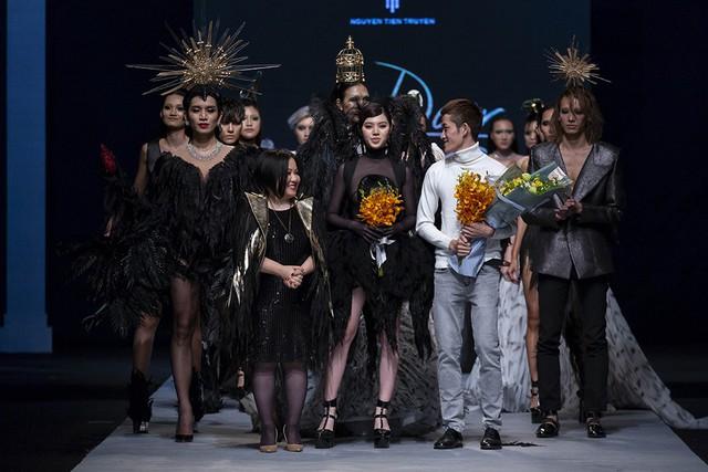 Nhìn lại những dấu ấn của Tuần lễ thời trang quốc tế Việt Nam Thu - Đông 2018 - Ảnh 2.